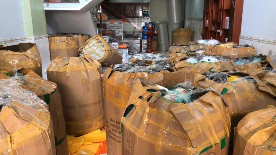 Thành phố Hồ Chí Minh: Tạm giữ hơn 4.000 mũ bảo hiểm nghi giả nhãn hiệu