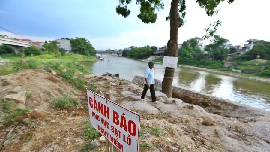 Bờ tả sông Bùi, đoạn qua huyện Chương Mỹ sạt lở nghiêm trọng
