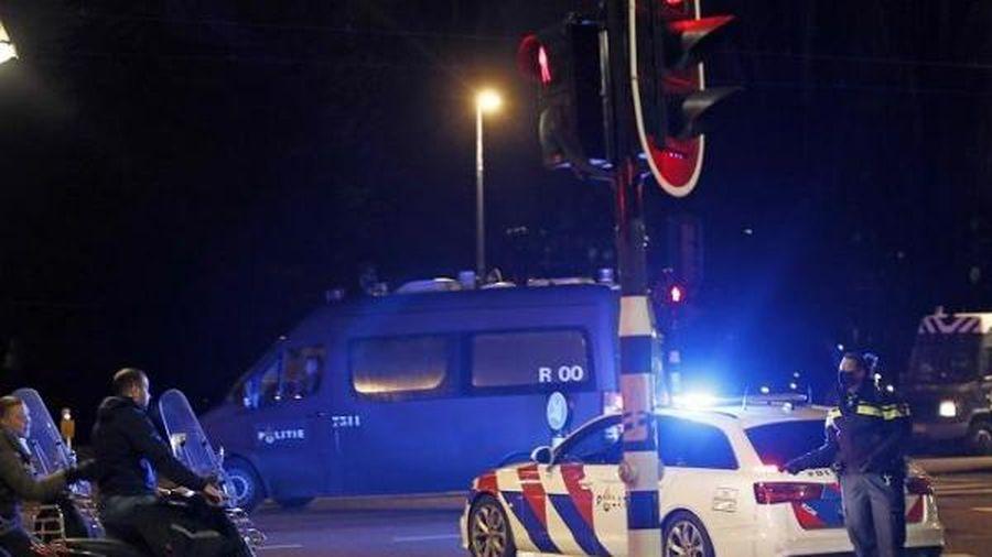 Hà Lan: bạo loạn do phản đối phong tỏa