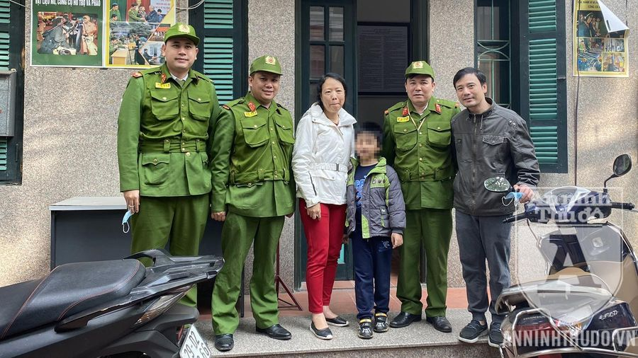 Đi lạc giữa đường, bé trai may mắn gặp tổ tuần tra Cảnh sát 113