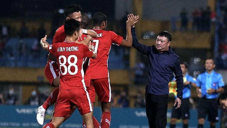 Dusit đối đầu Trương Việt Hoàng