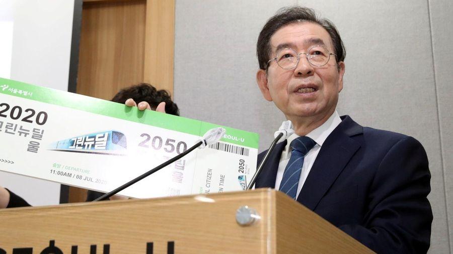 Cố thị trưởng Seoul gửi ảnh mặc đồ lót cho thư ký