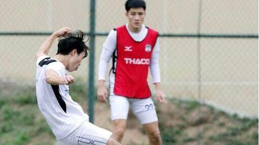 Kiatisak rèn 'độc chiêu' cho học trò trước trận tiếp đón Bình Định