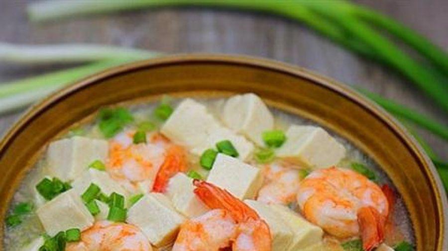 Canh tôm đậu phụ đậm đà, bổ sung đầy đủ dưỡng chất cho cả gia đình