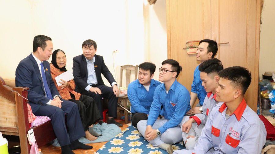 Thăm, trao tặng quà Tết tới Mẹ Việt Nam anh hùng ở Vĩnh Phúc