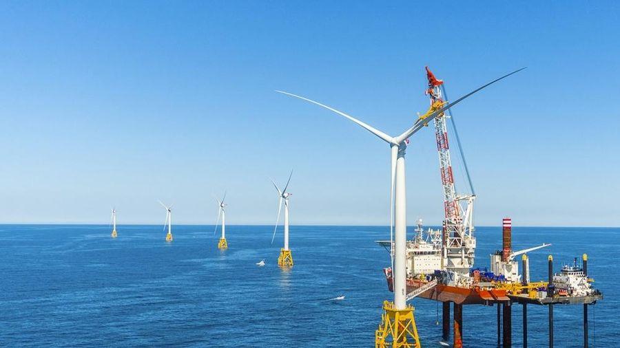 Vì sao Việt Nam nên phát triển điện gió ngoài khơi?
