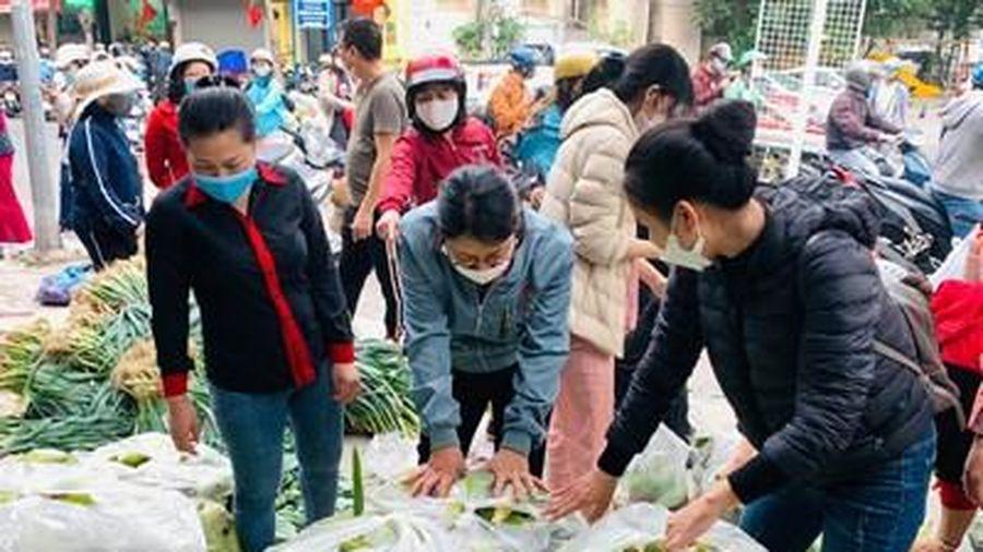 Đồng lòng hỗ trợ nông dân vùng dịch