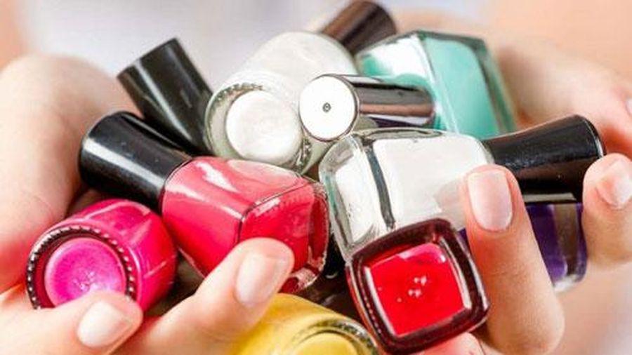 Tác hại không ngờ của việc sơn móng tay thường xuyên