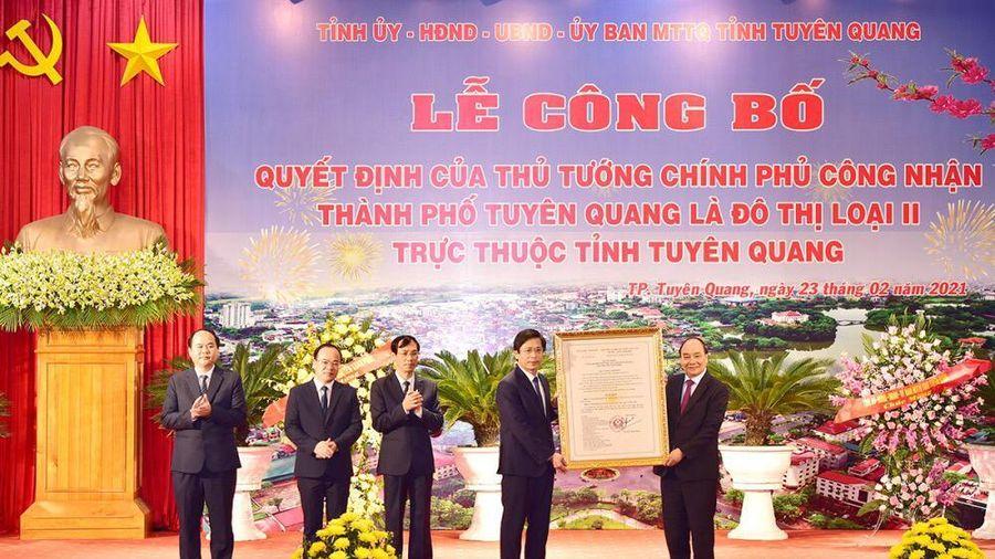 Thủ tướng Nguyễn Xuân Phúc trao quyết định công nhận thành phố Tuyên Quang là đô thị loại II