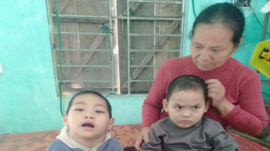 Tương lai mịt mù của 2 đứa trẻ là anh em ruột cùng mắc chung căn bệnh bại não