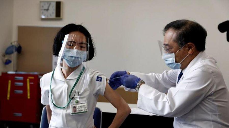 COVID-19: Nhật Bản sẽ tiêm vắcxin cho người cao tuổi từ giữa tháng 4