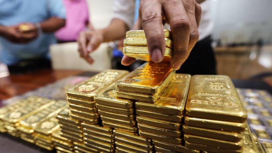 Giá vàng hôm nay 24/2: Từ đáy 7 tháng, giá vàng vọt tăng mạnh