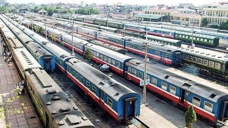 Ngành đường sắt xin chuyển đổi hàng trăm toa xe hết niên hạn