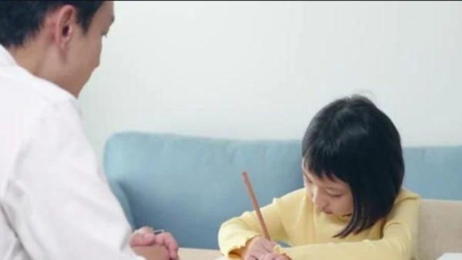 Thầy dạy Toán đại học cũng 'bó tay' với bài tập của cô con gái học lớp 3, bạn làm được không?