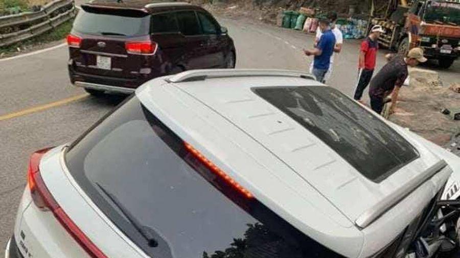 Ô tô đang lưu thông bất ngờ bị lật trên đèo Bảo Lộc, 1 cháu bé tử vong
