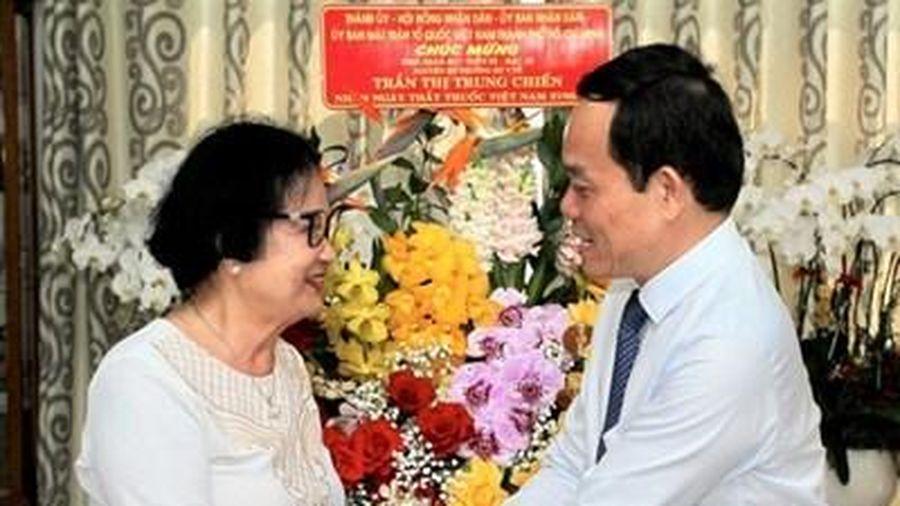 Lãnh đạo TP Hồ Chí Minh thăm, chúc mừng gia đình thầy thuốc lão thành