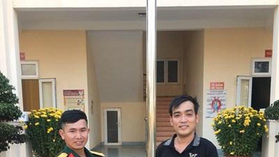 Thượng úy QNCN Nguyễn Văn Sâm nhặt được của rơi trả người đánh mất