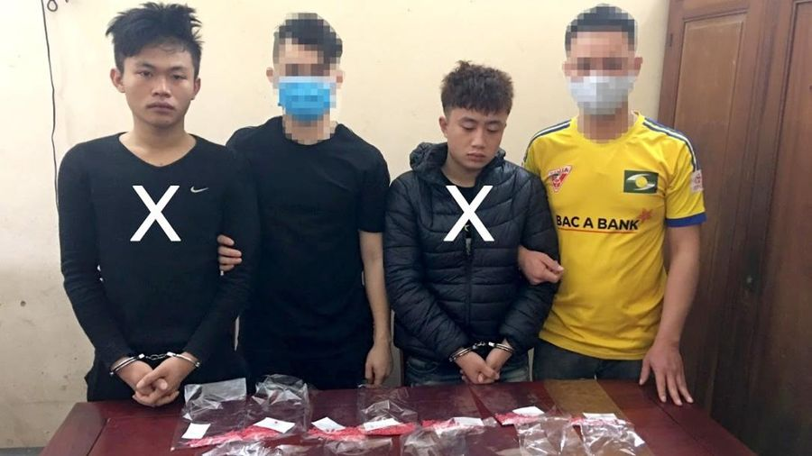 Mật phục bắt giữ hai thanh niên buôn hồng phiến