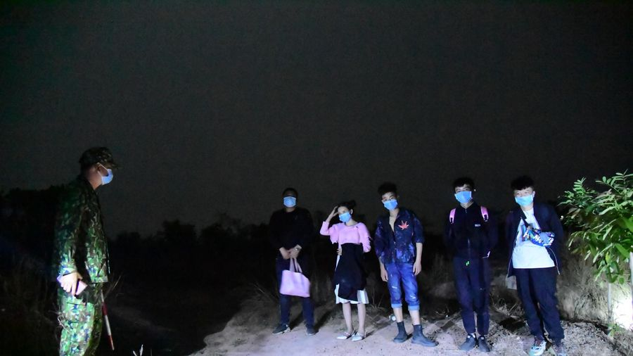 Bình Phước: Bắt giữ 5 người Trung Quốc nhập cảnh trái phép