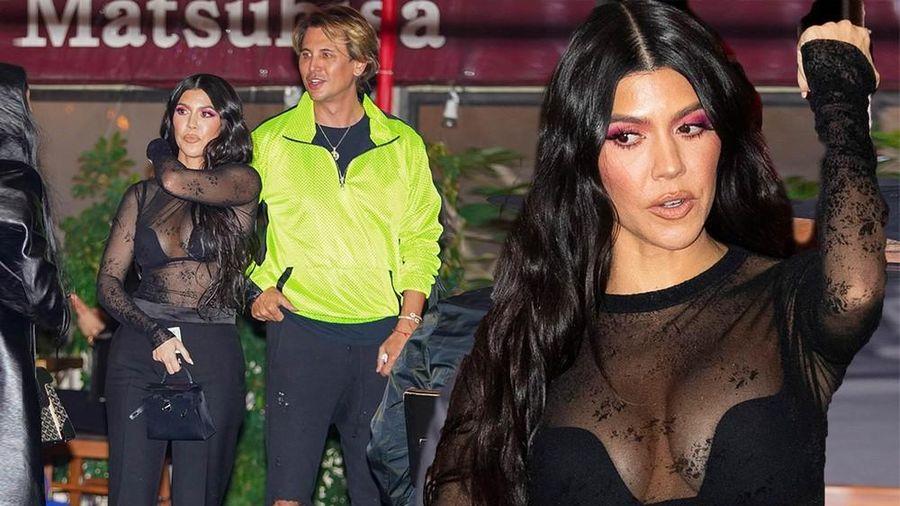Kourtney Kardashian mặc áo xuyên thấu 'có như không', khoe vòng 1 'khủng'