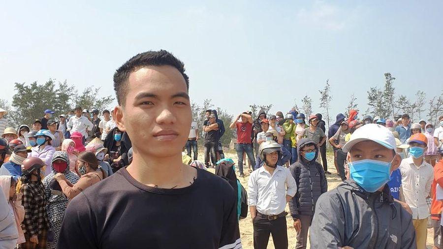 Chàng trai 20 tuổi quên mình lao ra biển cứu sống 3 học sinh đuối nước