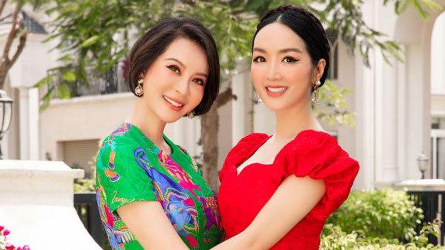 Nhan sắc U50 của MC Thanh Mai và Giáng My