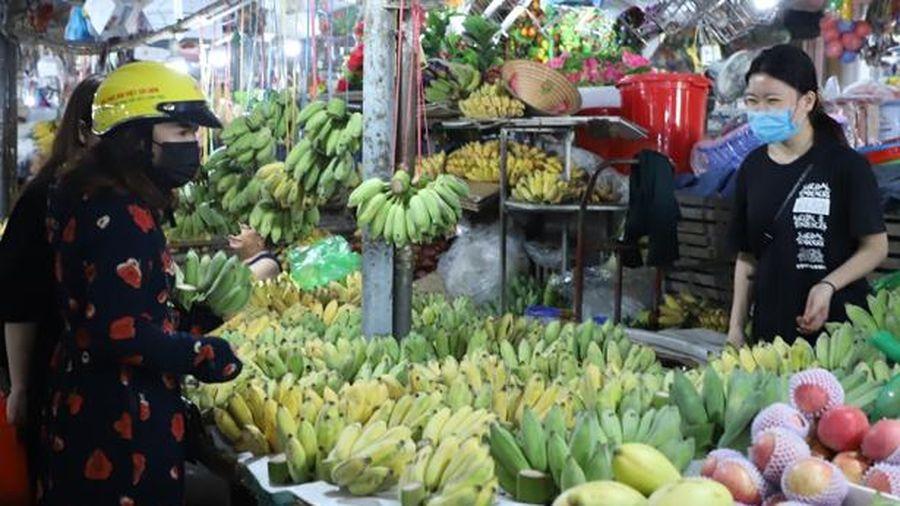 Thị trường Rằm tháng Giêng: trái cây, hoa tươi đắt hàng
