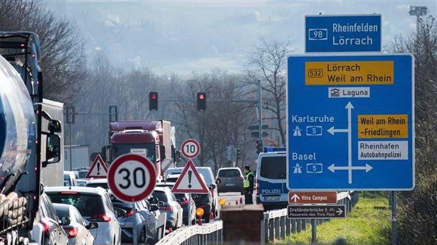 Dịch COVID-19: Pháp, Đức tăng cường kiểm soát biên giới chung
