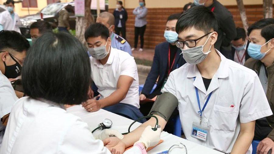 Gần 800 y bác sỹ và nhân viên y tế tham gia hiến máu vì người bệnh