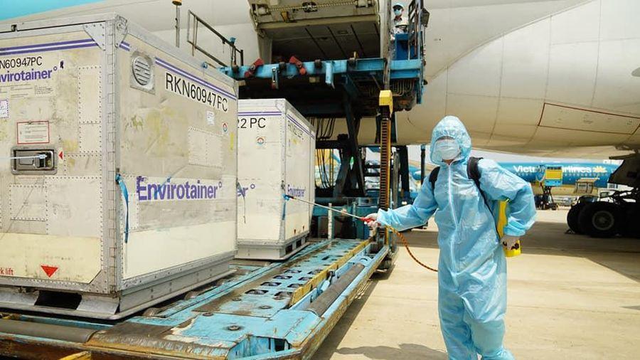 Việt Nam sẽ phê duyệt thêm hai vaccine phòng COVID-19 của Mỹ và Nga?