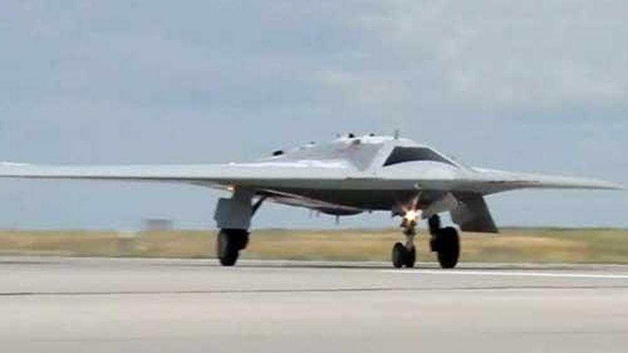 UAV tấn công hạng nặng 'Thợ săn' của Nga thử nghiệm ném bom mục tiêu mặt đất
