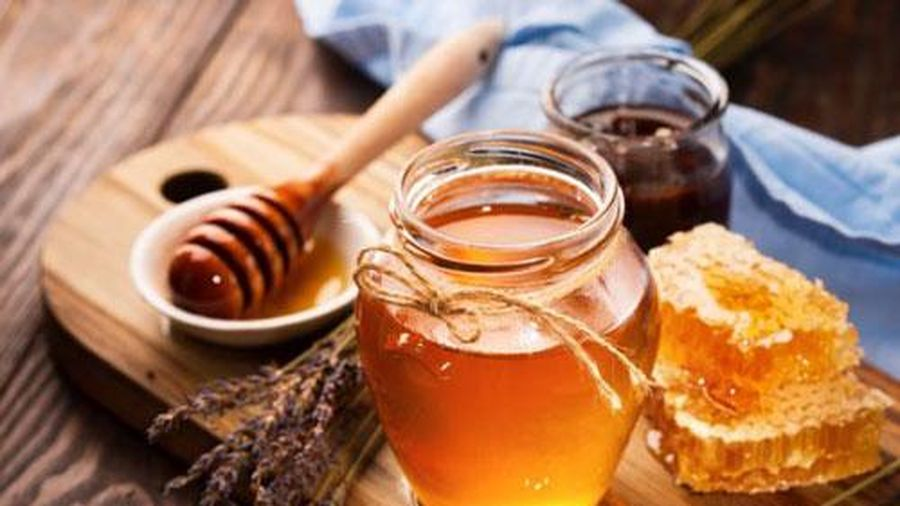 Vì sao trẻ em dưới 1 tuổi sử dụng mật ong lại rất nguy hiểm?