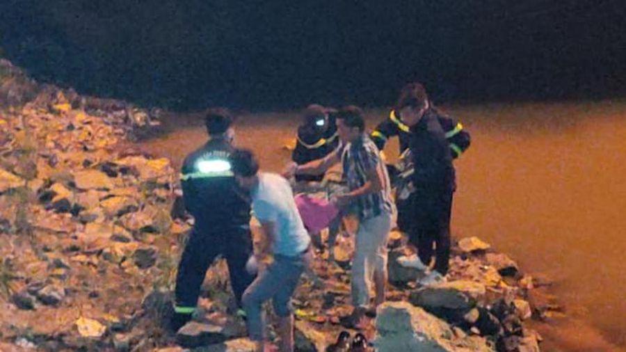 Tìm thấy thi thể nam thanh niên để lại tư trang trên cầu Bến Thủy