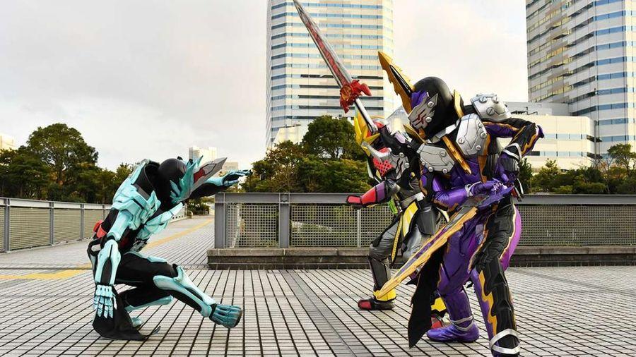 Kento Fukamiya/Kamen Rider Espada chính là Kamen Rider Calibur mới?