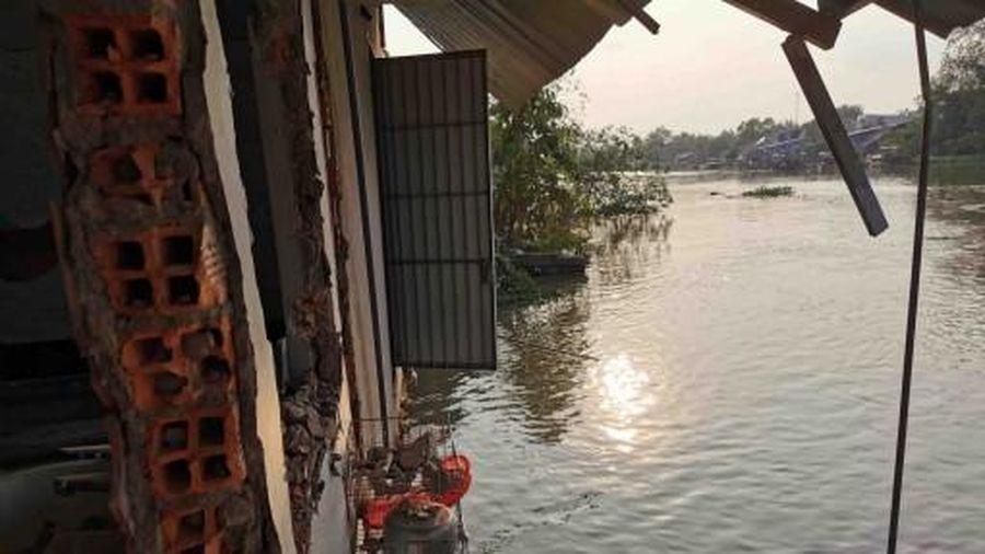 Sạt lở bờ sông Trà Nóc làm ảnh hưởng 12 căn nhà