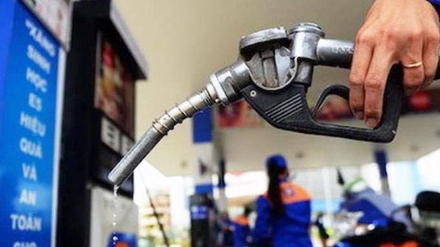 Tăng cường quản lý việc vận chuyển xăng dầu