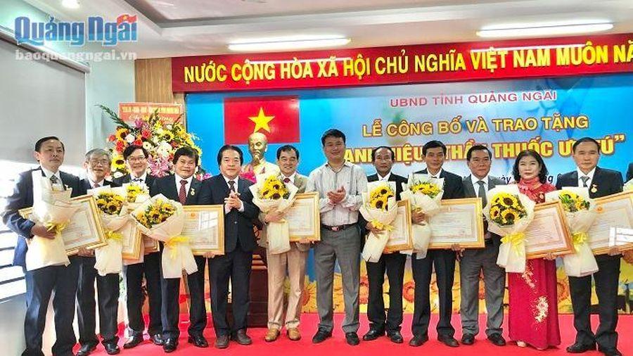 11 bác sĩ Quảng Ngãi vinh dự đón nhận danh hiệu Thầy thuốc ưu tú