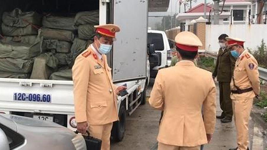 Dùng xe mang biển số giả để vận chuyển 2,5 tấn nầm lợn