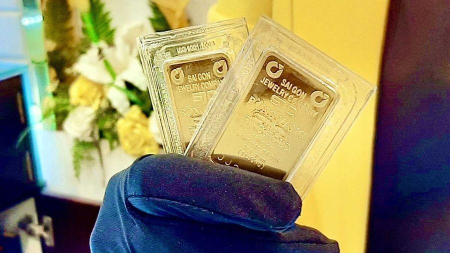Giá vàng trong nước suy giảm theo giá thế giới
