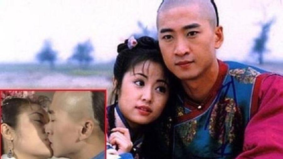 Nụ hôn gây thù oán hơn 20 năm của cặp diễn viên chính 'Hoàn Châu cách cách'