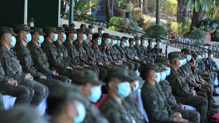 Philippines bắt lính tiêm vaccine COVID-19