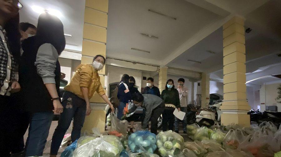 Cán bộ, nhân viên Báo Hànôịmới chung tay tiêu thụ nông sản tỉnh Hải Dương