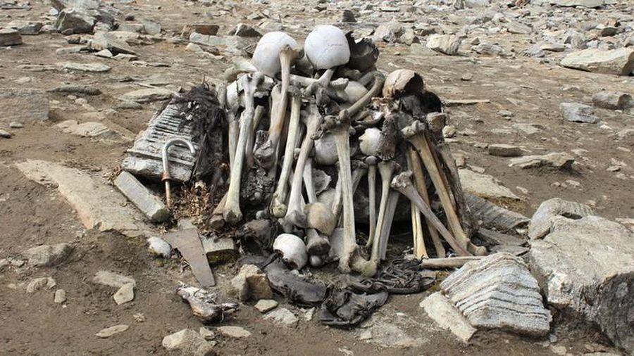 Bí ẩn rùng rợn nguồn gốc hàng trăm bộ xương người dưới đáy hồ