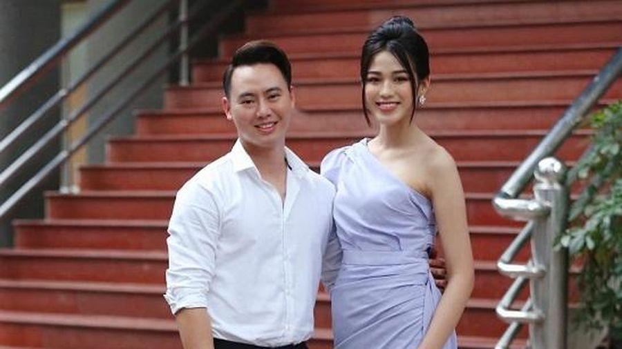 Chân dung 'chàng trai may mắn' được ôm eo Hoa hậu Đỗ Thị Hà chụp ảnh tình tứ