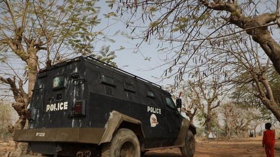 Hơn 300 nữ sinh bị bắt cóc ở Nigeria