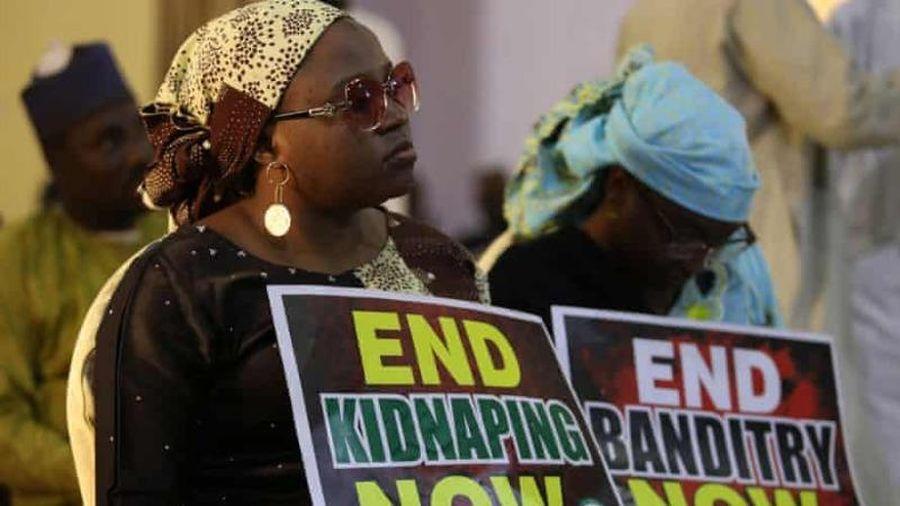 Hơn 300 nữ sinh Nigeria bị bắt cóc trong đêm