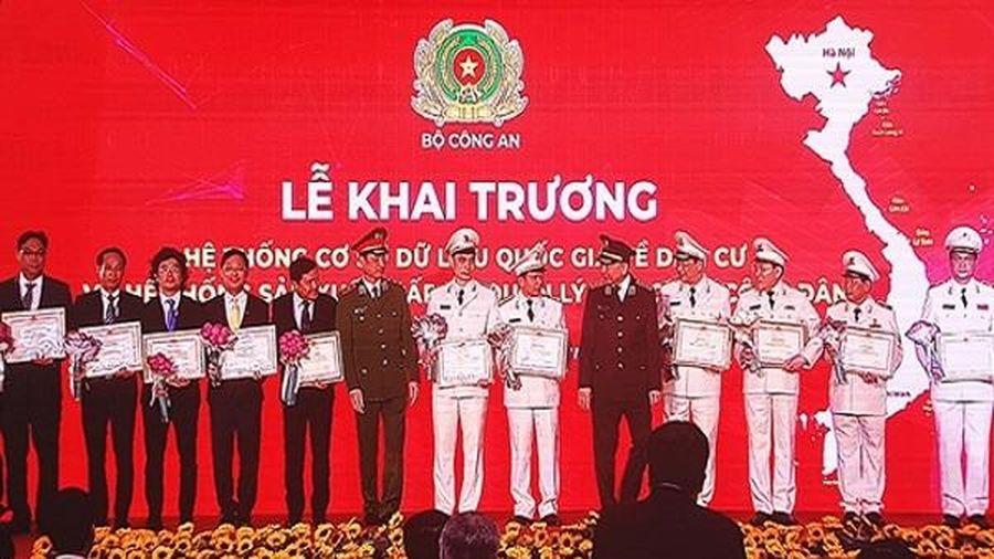 Vietnam Post nhận bằng khen xây dựng dữ liệu quốc gia về dân cư và căn cước công dân
