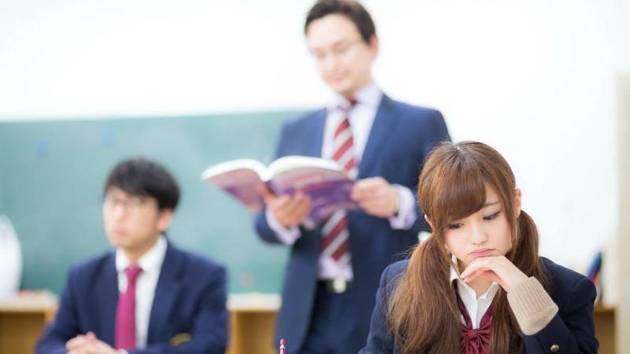 Nhiều trường trung học ở Tokyo cấm học sinh để tóc xoăn, nhuộm tóc