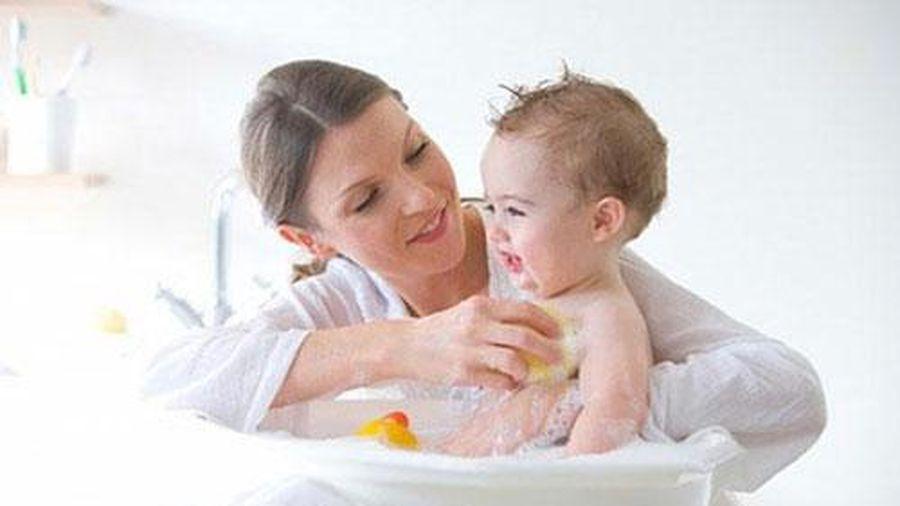 Thời điểm bạn tuyệt đối không được tắm cho trẻ sơ sinh