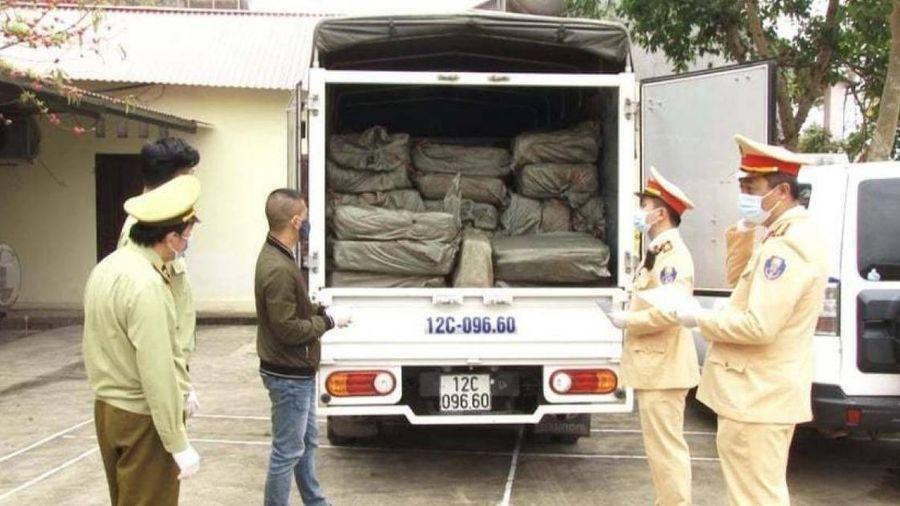 CSGT bắt xe tải gắn biển số giả chở 2,5 tấn nầm lợn không nguồn gốc